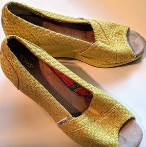 Yellow Tom's Wedges W10